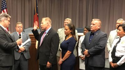 cobb-appoints-and-swears-in-new-chief-of-police.jpg