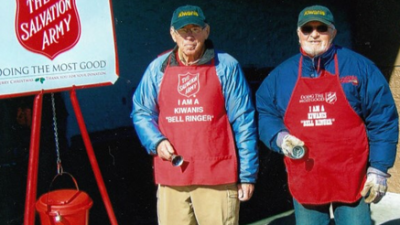 kiwanis-golden-k-members-ring-bells-and-raise-money-for-salvation-army-2.png
